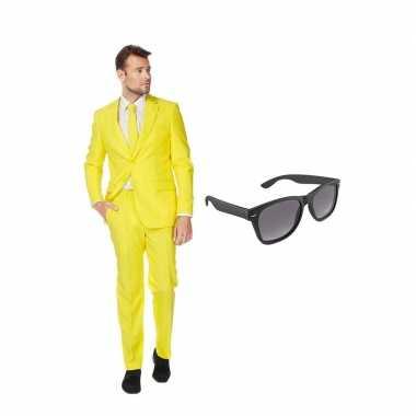 Carnaval geel heren kostuum maat (xxxxl) gratis zonnebril
