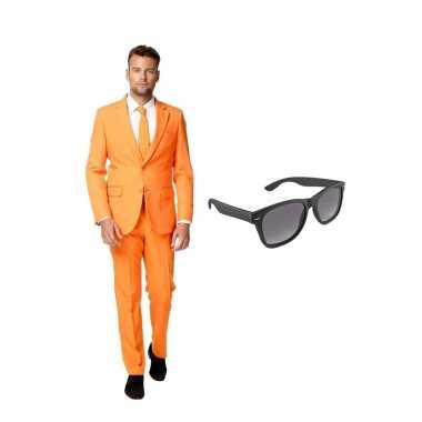 Carnaval oranje heren kostuum maat (s) gratis zonnebril